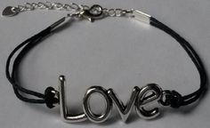 Armband #love zwart Handgemaakt door Antiro.nl
