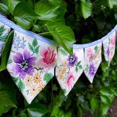 Great Images vintage sewing tutorials Popular Sewing tutorial: Bunting garland from vintage linens Bunting Garland, Fabric Bunting, Diy Garland, Garlands, Buntings, Baby Bunting, Upcycled Vintage, Vintage Sewing, Vintage Linen