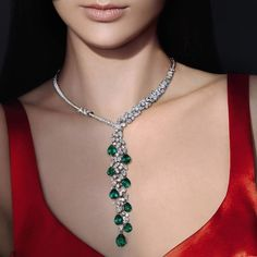 Welcoming onto the red carpet! Wrapping up this week's Red Carpet series on is this unique and Pendant Necklace, number unique pieces which were created in the occasion of the jewellery house's centenary as part of the Pierres de Carractere collection. Emerald Jewelry, High Jewelry, Modern Jewelry, Jewelry Sets, Diamond Jewellery, Diamond Choker Necklace, Pendant Necklace, Diamond Pendant, Drop Necklace