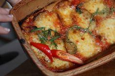 Parmigiana – fachowo nazywa się melanzane alle parmigiana. To danie to jakby serce Włoch – przygotowywane jest od północy do południa Włoch. Sos pomidorowy, bakłażany, parmezan, mozzarella.