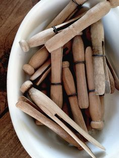 ∷ Variations on a Theme ∷ Collection of antique wooden clothespins Fresh And Clean, The Fresh, Wooden Clothespins, Wooden Pegs, Clothespin Bag, Clothes Line, Clothes Pegs, Vintage Laundry, Laundry Room