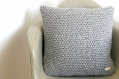 knitted cushion in grey  the PACIFIC COAST knit door lucky14handmade