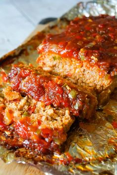 Sausage and Peppers Meatloaf is an easy meatloaf recipe using two pounds of mild Italian sausage meat and loaded with diced green peppers, red peppers and onions all in a sweet and spicy tomato sauce. Meatloaf With Oatmeal, Meatloaf With Gravy, Easy Meatloaf, Italian Meatloaf, Meatloaf With Tomato Sauce, Meatloaf Muffins, Beef Casserole Recipes, Meatloaf Recipes, Stuffing Casserole