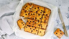 Healthy Food Blogs, Good Healthy Recipes, Unique Recipes, Chocolate Chip Blondies, Healthy Sweet Treats, Square Cakes, Cake Tins, Almond Recipes, Low Sugar
