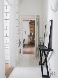 Frisse wind in Warschau - Residence Entry Hallway, Foyer, Mood Words, Oversized Mirror, Desk, Doors, Cabinet, Storage, Furniture