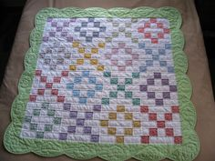Such a cute baby quilt! Love the machine hearts around the edge. This would be beautiful crochet pattern as well! Quilt Baby, Baby Quilt Patterns, Baby Girl Quilts, Girls Quilts, Owl Patterns, Quilting Projects, Quilting Designs, Sewing Projects, Quilting Ideas