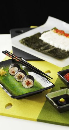 Maki Sushi with Roe of Rainbow Trout Rainbow Trout, Fish Dishes, Griddle Pan, Saga, Sushi, Food, Grill Pan, Essen, Meals