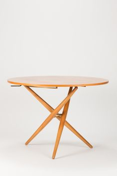 Ess-Tee-Tisch by Jürg Bally from the 1950s for Werksgenossenschaft Wohnhilfe Zürich. Thanks to a cunning mechanism the table can be brought in 7 different height positions
