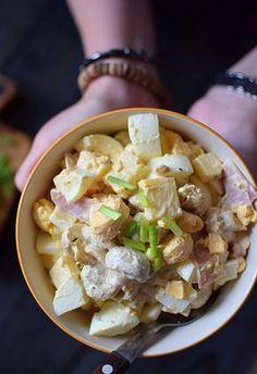 Sałatka z jajek, szynki i marynowanych pieczarek - MniamMniam.pl Party Snacks, Pasta Salad, Italian Recipes, Potato Salad, Food Porn, Food And Drink, Appetizers, Lunch, Meals