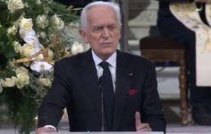 Le journaliste Philippe Labro a été le premier a prononcer un discours en l'honneur de Johnny Hallyday