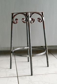 Wrought Iron Chairs, Metal Chairs, Metal Shutters, Iron Furniture, Steel House, Iron Work, Blacksmithing, Wood Pallets, Metal Art