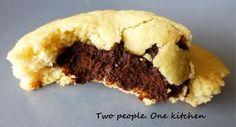 Γευστικά μπισκότα βουτύρου με σοκολατένια γέμιση που λιώνει στο στόμα! Τα γεμιστά ... διαφορετικά!