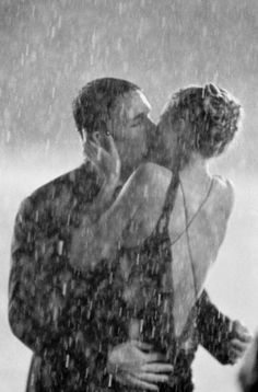 kissing in the rain #photography