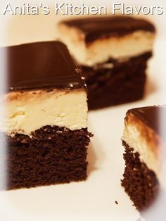 De fapt este o prajitura cu branza de vaci si blat pufos de cacao. O combinatie foarte reusita zic eu :) Blat: 6 oua 150g zahar 50ml...
