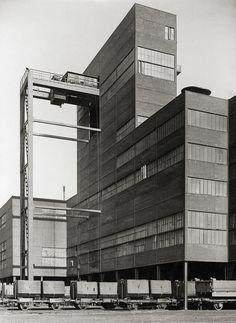 Gustav shaft, Adolf von Hansemann mines, Dortmund photo by Albert Renger-Patzsch, 1940