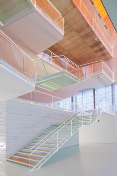 Auditorio y Palacio de Congresos El Batel (Zonas comunes) - Cartagena (España) Design Retro, Vintage Design, Architecture Design, Halls, Commercial Design, Interior Design Inspiration, Store Design, Interior And Exterior, Stairs