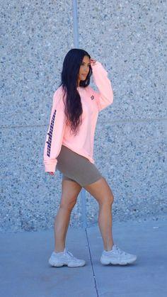 Kim Kardashian West Debuts a New Low-Key Summer Surfer Look – Fashion Kim Kardashian Meme, Kim Kardashian Pregnant, Kim Kardashian Wedding, Estilo Kardashian, Kardashian Style, Kim Kardashian Yeezy, Kardashian Dresses, Kardashian Beauty, Kardashian Clothing