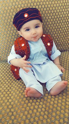 Ideas For Funny Baby Boy Pictures Children Cute Baby Couple, Cute Little Baby, Cute Baby Girl, Cute Girls, Little Boy Fashion, Baby Boy Fashion, Beautiful Babies, Beautiful Children, Funny Babies
