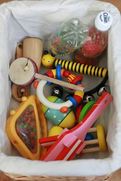 The Imagination Tree: Heuristic Play- Treasure Baskets: noisy basket Baby Sensory, Sensory Bins, Sensory Activities, Infant Activities, Sensory Play, Activities For Kids, Toddler Play, Baby Play, Baby Toys