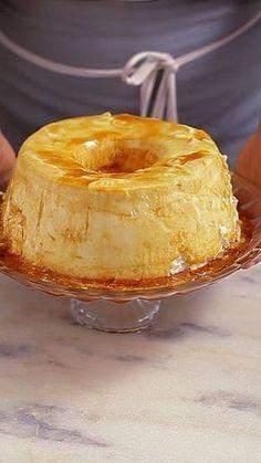 Receita com instruções em vídeo: Você já comeu pudim de claras? Essa receita é fácil, deliciosa e fica com uma textura incrível. Ingredientes: ¾ de xícara de açúcar, 10 claras, 2 xícaras de açúcar, 1 pitada de sal