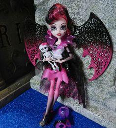 Monster High dolls Draculaura