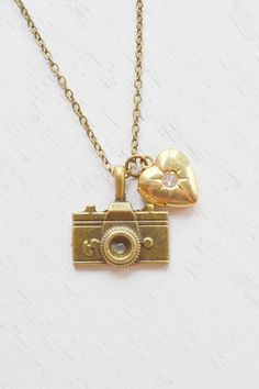 Camera Necklace,Camera Pendant,Camera Lovers,Pendant For Photographer,Locket Necklace,Heart Locket Necklace,Heart Jewelry,Gold Heart Locket,Christmas Gift,Travel
