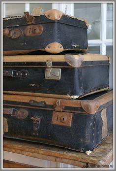 Bij Brocantiek de Linde vind je altijd een grote collectie oude koffers en vintage hutkoffers in alle maten en soorten! Geweldig ter decoratie, maar ook super handig om rommeltjes op te bergen! www.brocantiekdelinde.nl