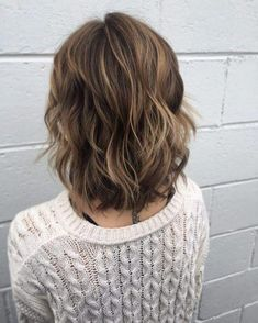 Chic Short Shag Bob Shag hairstyles are back and better than ever! Come check out these outstanding textured short hairstyle ideas for that perfect shaggy hair look. Medium Shag Hairstyles, Short Shaggy Haircuts, Layered Bob Hairstyles, Office Hairstyles, Anime Hairstyles, Stylish Hairstyles, School Hairstyles, Easy Hairstyles, Medium Hair Cuts