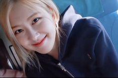 South Korean Girls, Korean Girl Groups, Korean Girl Photo, Rose Icon, Rose Park, Sad Faces, Park Chaeyoung, My Little Girl, Yg Entertainment