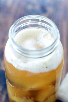 Forget about having margaritas for Cinco de Mayo. Have this bubbly, probiotic drink instead. Tepache Recipe, Pineapple Drinks, Healthy Drinks, Healthy Recipes, Healthy Eats, Probiotic Drinks, Alcoholic Beverages, Root Beer, Drink