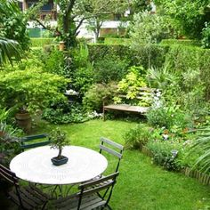 Backyard Shade Garden Green 25 Ideas For 2019 Backyard Shade, Shade Garden, Small Gardens, Outdoor Gardens, English Landscape Garden, Small English Garden, Garden Modern, British Garden, Garden Shrubs