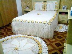 Colcha e tapete de quarto