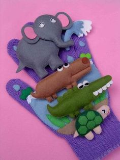 Busy page- hand glove with finger puppets idea Felt Diy, Felt Crafts, Felt Stories, Baby Hands, Finger Puppets, Jungle Animals, Diy Toys, Handmade Baby, Toddler Activities