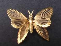 Beautiful butterfly gold tone brooch by by Collectablesgalore