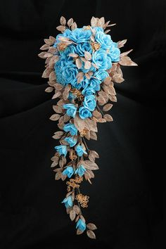 Beadwork by Hiromi Takemura Beautiful! French Beaded Flowers, Crochet Flowers, Bead Jewellery, Beaded Jewelry, Gemstone Jewelry, Seed Bead Flowers, Seed Beads, Beaded Bouquet, Custom Jewelry Design