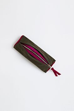 Our best selling Mini Necessaire bag in waxed cotton, fuchsia leather trim and signature rose gold zipper. Lightweight, chic and...