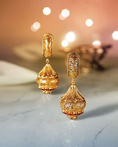 Explore exquisite temple jewellery inspired by temple art and architecture. This sublime collection of gold jewellery from Tanishq is an embodiment of grace and magnificence. Gold Earrings Designs, Gold Jewellery Design, Gold Jewelry, Jewelery, Trendy Jewelry, Necklace Designs, Gold Necklace, Tanishq Jewellery, India Jewelry