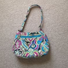 FLASH SALE!! Vera Bradley bag Like new!!! Beautiful condition. Vera Bradley Bags Shoulder Bags
