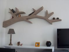 blog meubles carton                                                                                                                                                                                 Plus Furniture Board, Cardboard Furniture, Furniture Plans, Cool Furniture, Cardboard Storage, Cardboard Art, Tree Bookshelf, Tree Shelf, Cardboard Cartons