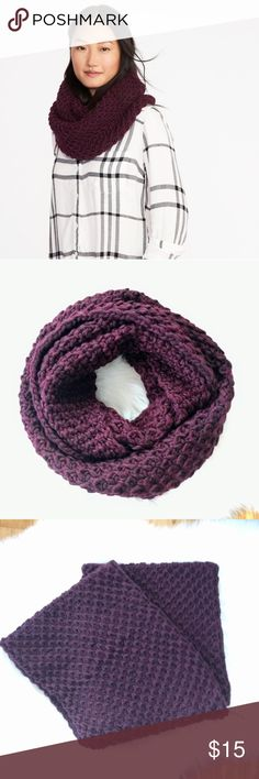 Honeycomb chunky knit infinity scarf, wine Old Navy brand.  A chunky knit infinity scarf. Super cozy and warm. I have one just like it and love it!!  Buy the matching pom-pom beanie, also for sale in my closet. 😍 Makes a great winter gift. Old Navy Accessories Scarves & Wraps