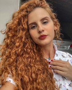 Bonita é a alma que coleciona cicatrizes, mas prefere espalhar amor!❤️ . . . #cabeloscacheados #curlfriends #cachos #cachinhos… Curly Ginger Hair, Big Curly Hair, Curly Girl, Wavy Hair, New Hair, Curly Hair Styles, Natural Hair Styles, Dress Hairstyles, Braided Hairstyles
