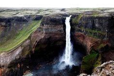 De Háifoss (hoge waterval) is met zijn 122 meter hoogte een van de hoogste watervallen van IJsland (de hoogste is de Glymur).