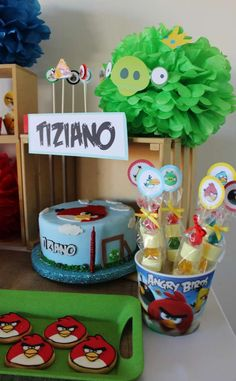 Violeta Glace 's Birthday / Angry Birds - Photo Gallery at Catch My Party Cumpleaños Angry Birds, Bird Birthday Parties, Holiday Crafts, Party Ideas, Sweet, Table, Cakes, Ideas, Centerpieces