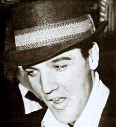 Elvis in march 22 1960 in a train to  Miami.