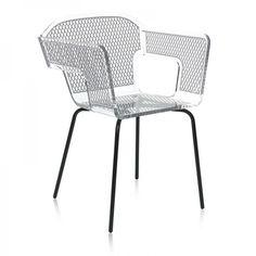 Envie de luminosité et d'originalité dans votre intérieur... cette chaise- fauteuil design vous séduira par ses lignes simples et épurées alliant le côté chic et décontracté.