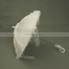 White Cotton Wedding Umbrella with Ruffled Organza Hem Category:Bridal ParasolsCanopy Materials:Cotton/OrganzaHandle Materials:JaffaiteUmbrella Stem:MetalFolded Length (Handle Diameter Color:White Only… Diy Wedding Reception, Wedding Gowns, Umbrella Wedding, Wedding Umbrellas, White Cotton, Wedding Accessories, Bridesmaid Dresses, Bridal, Color
