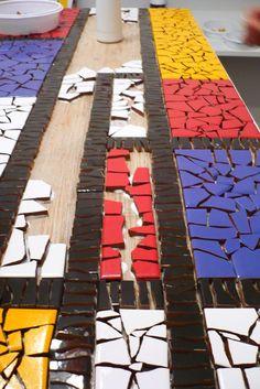 Piet Mondrian Foi Um Pintor Holand S Modernista Essa Fase Mosaic Pots, Wood Mosaic, Mosaic Wall Art, Mosaic Diy, Mosaic Crafts, Mosaic Projects, Stone Mosaic, Tile Art, Mosaic Tiles
