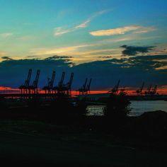 #sunset #lights #clouds #cloudporn #sky #skyporn #welovehamburg #welovehh #portofhamburg #hamburg #hh