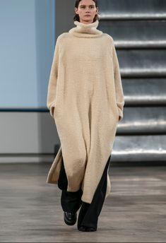 The Row NYFW: Trends for Fall by The Chic Bee. Fashion trends new york fashion week fall fashion outfits autumn fashion high fashion fall fashion trends. Trends Source by bdurst New York Fashion, Live Fashion, Fashion Week, Runway Fashion, Fashion Show, Fashion Blogs, Petite Fashion, Curvy Fashion, Modest Fashion