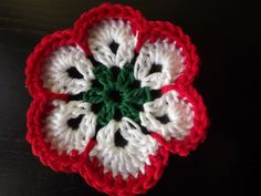 inspiráció kokárda Crochet Motif, Crochet Flowers, Crochet Accessories, Crochet Earrings, Crochet Jewellery, Red And White, Diy And Crafts, Beanie, Sewing